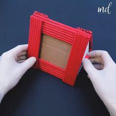 Paper Photo Frame Diy, Diy Photo Frame Cardboard, Cardboard Frames, Photo Frame Crafts, Cool Paper Crafts, Newspaper Crafts, Paper Crafts Origami, Diy Crafts For Home Decor, Diy Crafts Hacks