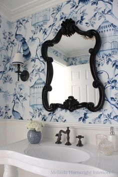 Chinoiserie ~ Blue and white bathroom , powder room , Schumacher wallpaper Powder Room Wallpaper, Bathroom Wallpaper, Floor Wallpaper, Bird Wallpaper, Blue Wallpapers, White Rooms, Home And Deco, White Bathroom, Stone Bathroom
