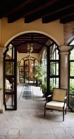 If you are having difficulty making a decision about a home decorating theme, tuscan style is a great home decorating idea. Many homeowners are attracted to the tuscan style because it combines sub… Spanish Style Homes, Spanish House, Spanish Colonial, Villa, Style Hacienda, Casa Patio, Mexico House, Mediterranean Home Decor, Mediterranean Architecture