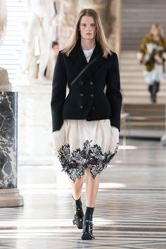 Louis Vuitton | Ready-to-Wear Autumn 2021 | Look 18 Nicolas Ghesquière, Live Fashion, Fashion Show, Fashion Outfits, Louis Vuitton, Capsule Outfits, Feminine Dress, Vogue Magazine, Catwalk
