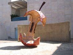 O centro da maçã, 1992 Claes Oldenburg (Suécia, 1929) aço inoxidável, espuma de uretano, resina, esmalte, 300 x 200 x 200cm Museu de Israel, Jerusalem