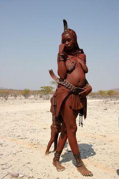 Junge Frau der Himba in Namibia