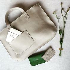 いいね!79件、コメント9件 ― Keecie Amsterdamさん(@keecie_bags)のInstagramアカウント: 「Good morning. #Keecie #leatherbag #wallets #wildflowers」