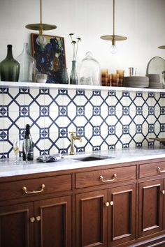 Home Interior Traditional traditional kitchen cabinets.Home Interior Traditional traditional kitchen cabinets Kitchen Cabinets And Backsplash, Ceramic Tile Backsplash, Kitchen Cabinet Styles, Backsplash Ideas, Stain Cabinets, Ceramics Tile, Tile Ideas, Cement Tiles, Ceramics Ideas
