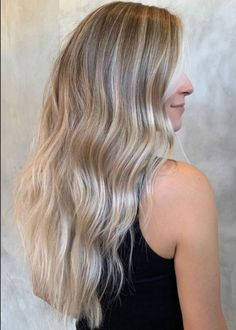 Simple But Classy Long Hairstyles With Blonde Highlights for Women to Rock This Year Easy Hairstyles For Long Hair, Latest Hairstyles, Pretty Hairstyles, Blonde Highlights, Trendy Hair, Hair Trends, Hair Color, Classy, Rock