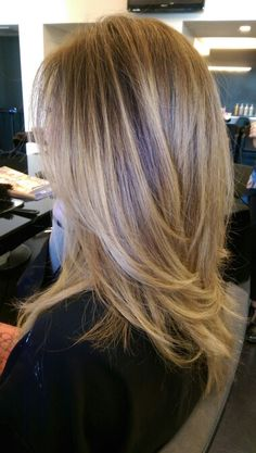 Honey blonde balayage highlights Best Picture For hair lengths 18 Blonde Balayage Highlights, Medium Hair Highlights, Medium Hair Styles, Long Hair Styles, Hair Color And Cut, Long Layered Hair, Layered Haircuts, Stylish Hair, Hair Lengths