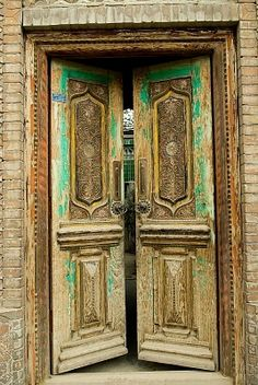 This reminds me of one of my favorite quotes. The doors to Heaven and Hell stand side by side and look exactly alike. Grand Entrance, Entrance Doors, Doorway, Cool Doors, Unique Doors, Portal, Chinese Door, China Architecture, When One Door Closes