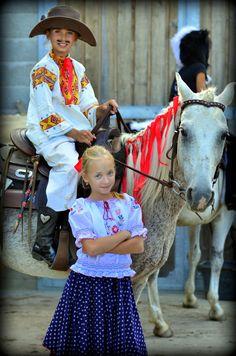 freestyle horsemanship :) with Linda Cute Little Girls, Cowboy Hats, Horses, My Love, Fashion, Moda, Fashion Styles, Fashion Illustrations, Horse