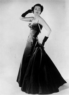 L'abito lungo - Vogue.it Dior 1947  #TuscanyAgriturismoGiratola