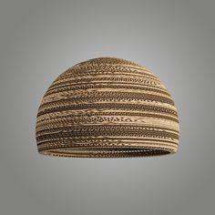 Schirm Carton Magna: Sehr schicker Design-Schirm aus recyceltem Karton. Der Schirm besteht aus geklebten Ringen, die von Hand zusammengesetzt werden. So entsteht Schicht um Schicht ein großartiges Endergebnis und jeder Schirm ist ein Unikat! #stehleuchtenlampenschirm  #recycling #kartonpapier #recyclingschirm #wohnen #einrichten #licht