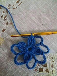 Luty Artes Crochet: PAP DE BARRADO Crochet Puff Flower, Crochet Dollies, Crochet Flowers, Crochet Table Runner, Crochet Tablecloth, Crochet Stitches, Knit Crochet, Crochet Patterns, Doilies Crafts