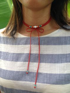 choker rojo. Red choker. Red necklace.