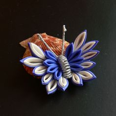 I gave a twist to this traditional pattern, and made it the modern kanzashi. It was made for myself. It's smaller than iPhone5s(of course, smaller than iPhone6!!) It's composed of many tiny petals....