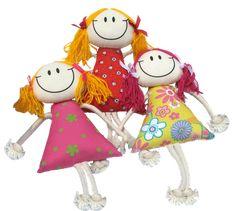 Tres engraçadas bonecas de trapos.
