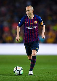 Andres Iniesta Photos - Andres Iniesta of FC Barcelona runs with the ball during the La Liga match between Barcelona and Real Sociedad at Camp Nou on May 2018 in Barcelona, Spain. - Barcelona v Real Sociedad - La Liga Barcelona Players, Fc Barcelona, Football Fans, Football Players, Fifa, Messi And Ronaldo, Good Soccer Players, Pep Guardiola, Camp Nou