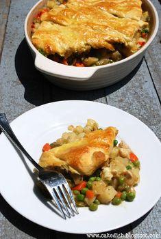 Chicken pot pie w/crescent rolls Food N, Good Food, Food And Drink, Yummy Food, Homemade Chicken Pot Pie, Chicken Recipes, Delicious Dinner Recipes, Yummy Recipes, Casserole Dishes