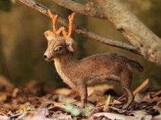 Poseable Needle Felted Deer Sculpture, Needle Felted Animal, Felt Deer Figurine, Deer Soft Sculpture, Woodland, Art Doll, Felt Animal by ThreeLittleCatsShop #italiasmartteam #etsy #christmasgift