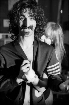 """Rock musician and composer Frank Zappa and his wife Gail pose for a portrait session for the cover of the album """"Absolutely Free"""" at home in 1967 in Los Angeles, California. Frank Zappa, Frank Vincent, Romantic Photos, Progressive Rock, Selena Quintanilla, Jazz, Jim Morrison, Daddy Yankee, Romeo Santos"""