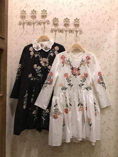 Floral pattern dress from Mori Zakka  https://www.facebook.com/morizakka/