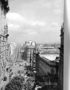 1928 - Avenida São João. À esquerda o edifício Martinelli ainda em obras. Foto de autoria desconhecida. Acervo do Instituto Moreira Salles.
