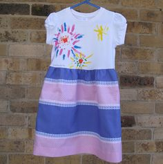 Painted T-shirt Dress TUTORIAL. Take a plain white t-shirt, add some fabric painted flowers, attach a skirt with lace and you have a one of a kind, pretty little t-shirt dress that no one else will be wearing ~Threading My Way Sewing Kids Clothes, Sewing For Kids, Free Sewing, Simple Dress Pattern, Dress Patterns, Sewing Patterns, Old T Shirts, Tee Shirts, Shirt Dress Tutorials