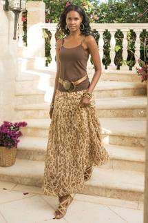 Soft Surroundings' collection of womens skirts add an elegant, feminine feel to any outfit. From maxi skirts to peasant styles, our stylish skirts are perfect for any occasion. Maxi Skirt Style, Maxi Skirt Outfits, Chic Outfits, Fashion Outfits, Boho Fashion, Fashion Looks, Womens Fashion, Fashion Trends, Bohemian Schick