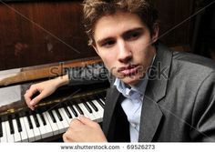 senior picture ideas for guys with piano | Piano senior pictures. Piano senior picture ideas. #seniorpictureideas