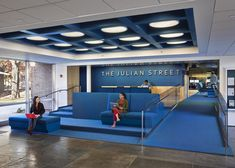 Princeton University Julian Street Library - Designed by New York architect Joel Sanders, the Princeton University Julian Street Library received a seriously blue makeover. Corporate Interior Design, Interior Design Awards, Corporate Interiors, Office Interiors, Modern Library, Library Design, Commercial Design, Commercial Interiors, Street Library