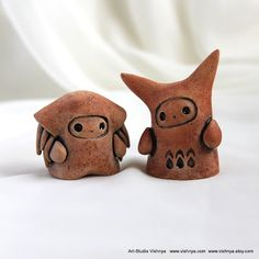 2 OOAK Small kindly cute Spirits by vavaleff on DeviantArt Sculptures Céramiques, Sculpture Clay, Ceramic Figures, Clay Figures, Polymer Clay Projects, Diy Clay, Crea Fimo, Cute Clay, Ceramic Clay
