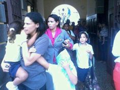 Retirando niños de colegios en la asunción pr las bombas de paz! #MGTA #1A