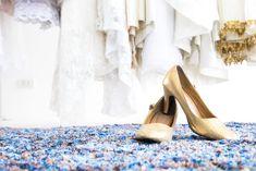 Scopriamo insieme quali saranno i modelli che andranno di moda quest'anno. Le scarpe Flat sono proposte da grandi marchi.  #scarpe #scarpedonna #scarpesposa #sposa2019 #trend2019 #sposascarpe #scarpedasposa #sposa #matrimonio #nozze Peep Toe, Heels, Fashion, Heel, Moda, La Mode, Pumps Heels, Fasion, Shoes Heels