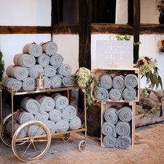 Una boda de otoño/invierno puede ser igual de bonita y cálida que una de verano. Diseños y adaptamos cada idea decorativa para que el…