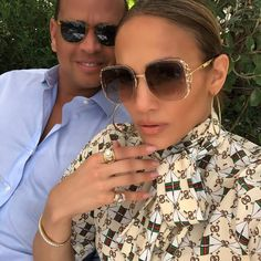 "Jennifer Lopez showed off her sexy toes while lunching at the Louvre with her rich boyfriend Alex Rodriguez in Giuseppe Zanotti's ""Harmony"" sandals. Jennifer Lopez, Jen Lopez, J Lo Fashion, Rihanna Fashion, Fashion 2017, Sexy Toes, I Love Girls, Love Her Style, Girl Crushes"