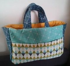 Vegetable or bread bags for shopping, against the plastic waste! Here is a free sewing tutorial with … Baby Couture, Couture Sewing, Sewing Online, Handbag Stores, Patch Design, Patchwork Designs, Everyday Bag, Sewing Tutorials, Purses And Bags