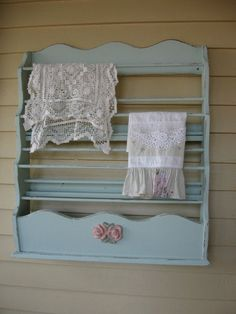 Your place to buy and sell all things handmade Large Shabby Chic Linen Rack Vintage wooden Linen / by Fannypippin, Vintage Hooks, Aprons Vintage, Pink Laundry Rooms, Wooden Roses, Wooden Rack, Rose Applique, Cottages By The Sea, Plate Racks, Linens And Lace