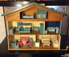 Large-West-Germany-Doll-House
