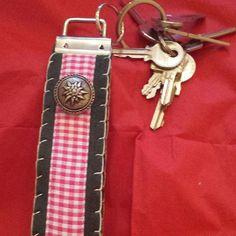 Handgenähtes Schlüsselband aus braunem Filz, 5,00 € + Porto #lanyard #schlüsselband #schlüsselanhänger #sewing #handmade #handarbeit