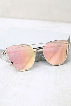e63abfbb812 20 Flattering Sunglasses for Your Face Shape