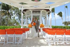 Karen Bussen's Ocean Pearl shimmers with lilies, tulle and pearl accents - Gazebo Location