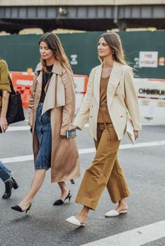 Neutrals for spring... | Street Style