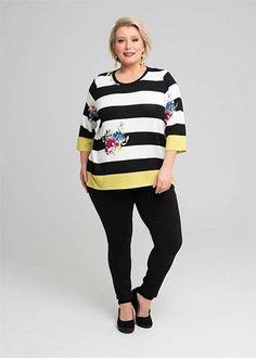 Kledingtips voor de kleine vrouw met een grote maat. Casual Outfits, Graphic Sweatshirt, Plus Size, Style Inspiration, Lifestyle, Elegant, Sweatshirts, Sweaters, Nice