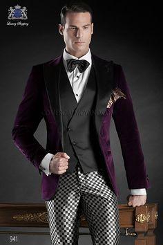 Traje de novio esmoquin italiano a medida, chaqueta de terciopelo morado 100% algodon con solapa pico raso negro y un boton, coordinado con pantalon efecto optical, modelo 941 Ottavio Nuccio Gala Black Tie 2015.