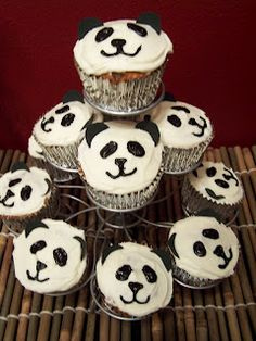 Creative Green Living: Panda Party Wrap Up Panda Party, Panda Themed Party, Panda Birthday Party, Bear Party, Animal Birthday, 1st Birthday Parties, Birthday Presents, Birthday Ideas, Panda Bear Cake