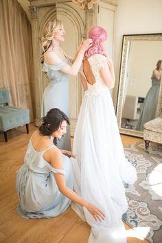 Bride Getting Ready | www.mermaidlakephoto.com