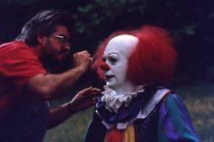 """Tim Curry sur le tournage de """"Il"""" est revenu, Tommy Lee Wallace, 1990."""
