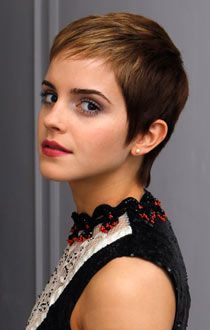 From Hermione's frizzy mane to that striking post-Potter pixie crop: Emma Watson is a hair hero. The former Harry Potter actress has grown up in the public. Popular Short Hairstyles, Short Pixie Haircuts, Pixie Hairstyles, Short Hair Cuts, Trendy Hairstyles, Short Hair Styles, Pixie Haircut Thick Hair, Medium Hairstyles, Weave Hairstyles