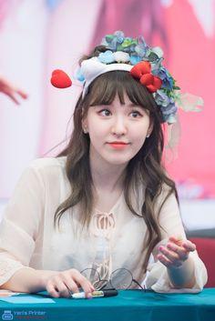 Que fofa! <3 Seulgi, Kpop Girl Groups, Kpop Girls, Irene, Korean Girl, Asian Girl, Wendy Red Velvet, Kim Yerim, Celebrities