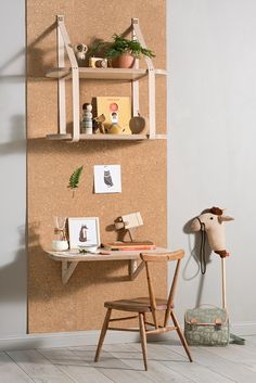 Here are some playful and practical shelf ideas for a kids room. If you like a little project, many of these shelves can easily be recreated at home. And they will provide lots of inspiration, perhaps to create your own unique version. Furniture Logo, Kids Furniture, Furniture Removal, Furniture Outlet, Discount Furniture, Kids Workspace, Kids Room Design, Kids Decor, Home Decor