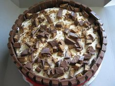 This is a Kit Kat barrell cake with devils food cake and peanut butter cup cream icing. Reese's Ice Cream Cake, Snickers Ice Cream Cake, Cake Recipes, Dessert Recipes, Desserts, Barrel Cake, Chocolate Ganache Filling, Cake Kit, Cake Fillings