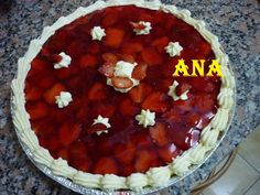 Tarta de frutillas con crema pastelera. Ver receta: http://www.mis-recetas.org/recetas/show/41281-tarta-de-frutillas-con-crema-pastelera